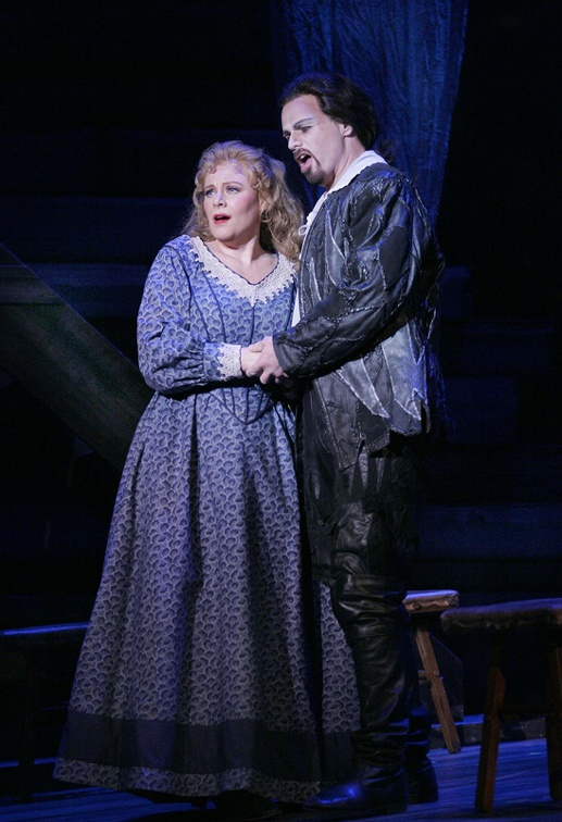 Senta & Dutchman - Photo courtesy of Arizona Opera.jpg