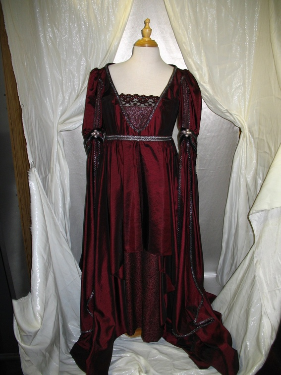 Dress Renaissance Burgundy Taffeta.JPG