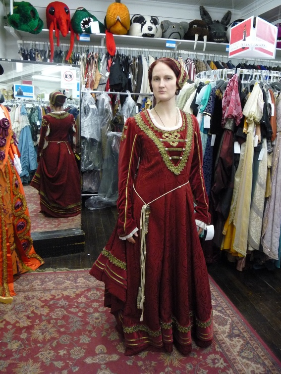 Dress Renaissance rust-red velvet.JPG