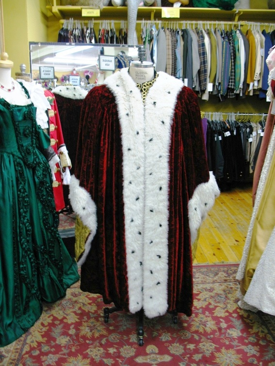 Medieval King's robe red velvet short.JPG