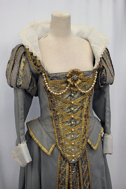 Elizabethan Dress.JPG