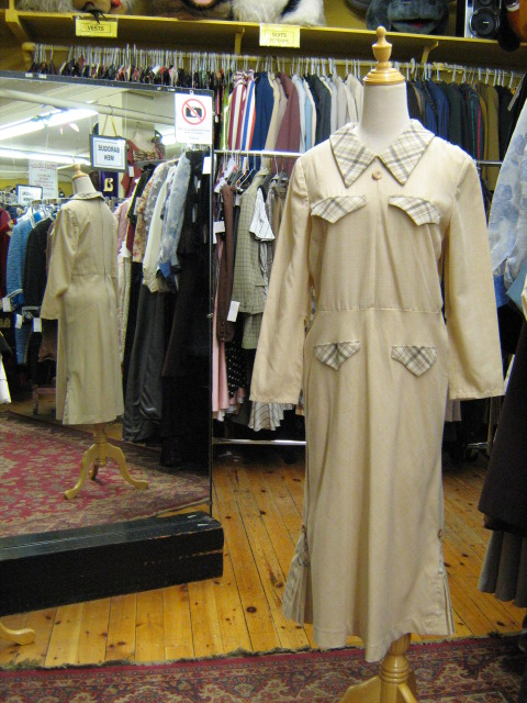 1930's capeless suit cream.jpg