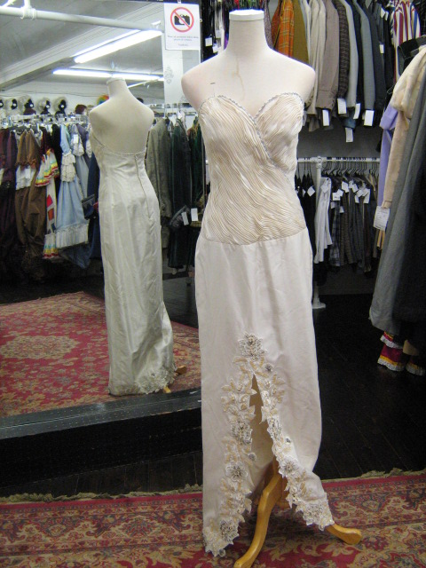 1940's gown cream pleated bodice.jpg