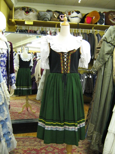 Dirndl green medium 1.jpg
