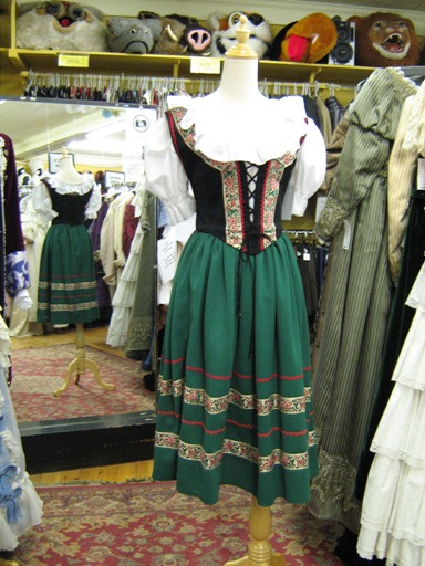 Dirndl green small 1.jpg