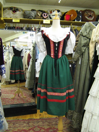 Dirndl green small 2.jpg