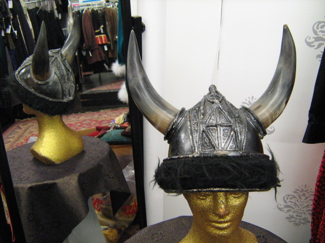 Viking Helmet silver black fur.jpg