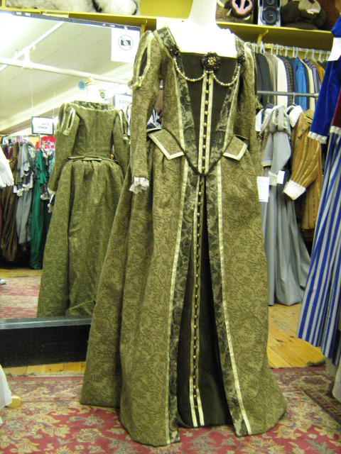 Elizabethan dress green.jpg
