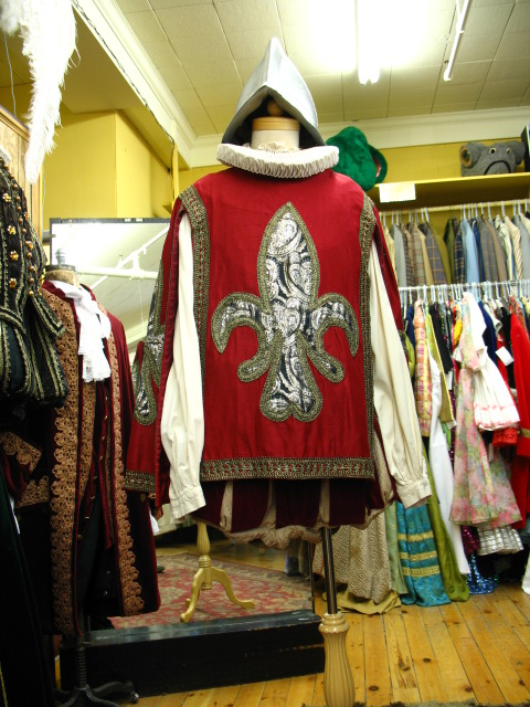 Elizabethan man guard with red tabard.JPG
