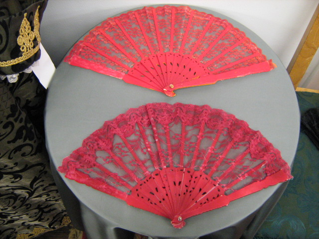 Fans red lace.jpg
